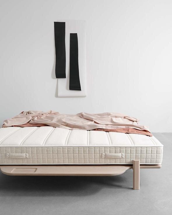 houten-design-bed-modest-met-pocketvering-matras_590x.jpg