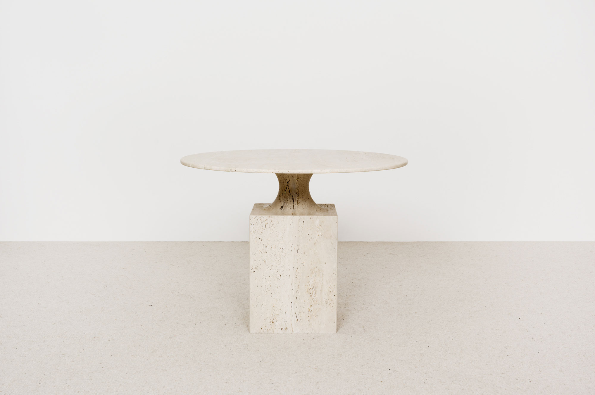 table-appoint-ouk-travertin.jpg