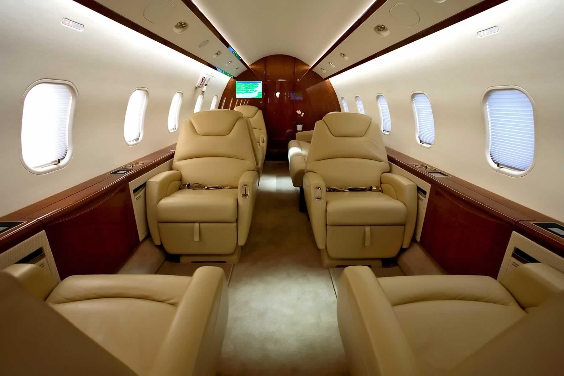 Challenger 300 Cabin4.jpg