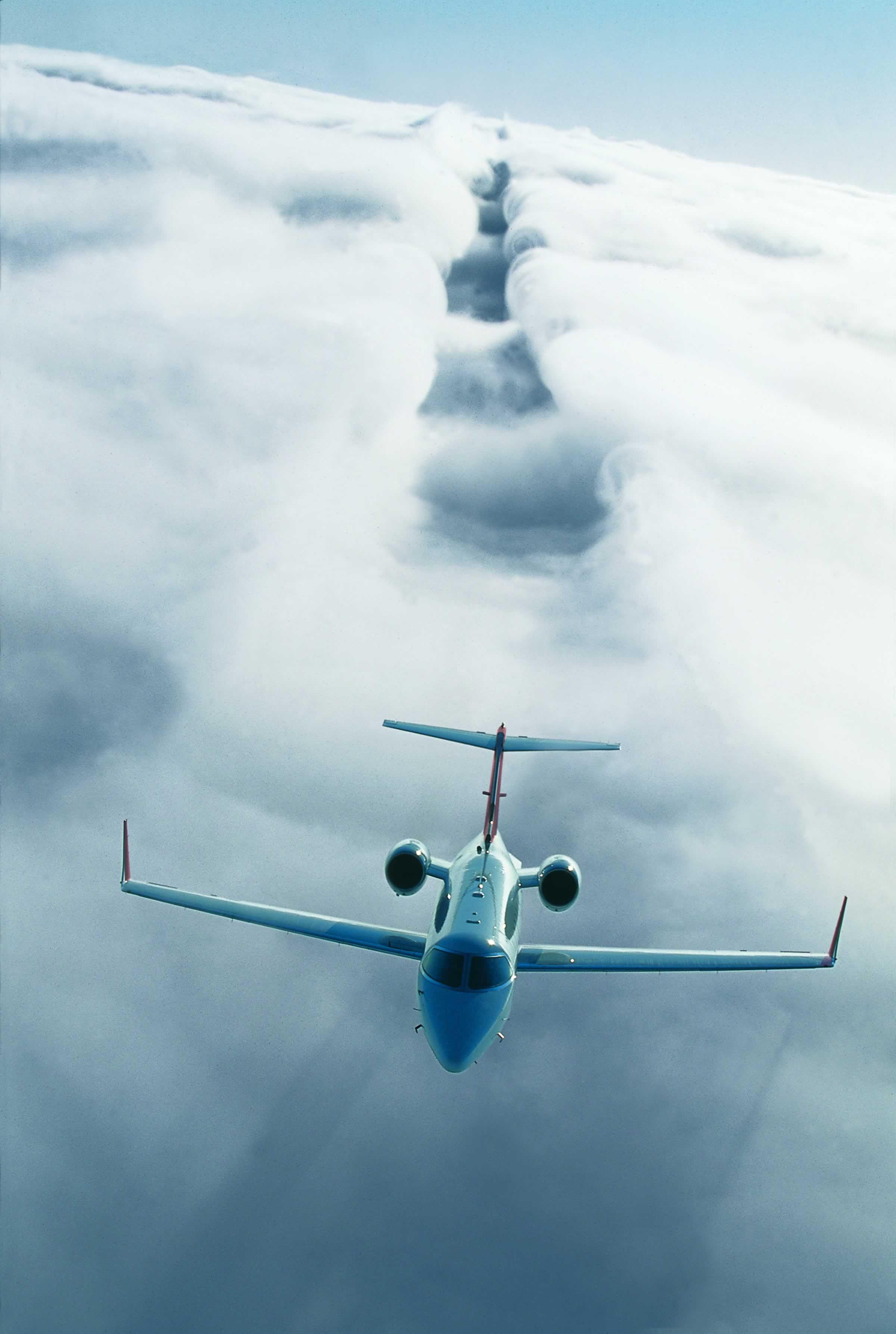Learjet 40 XR in flight 2.jpg