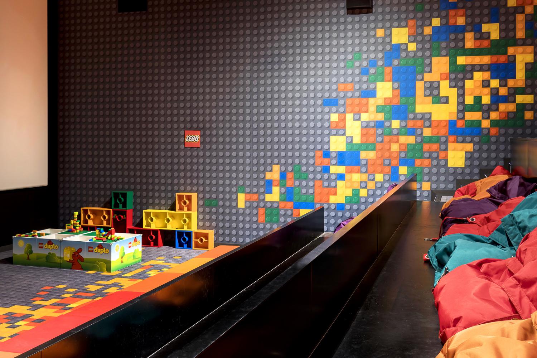 Fabrication de mobilier sur-mesure pour la salle Mômes du cinéma Pathé la Villette