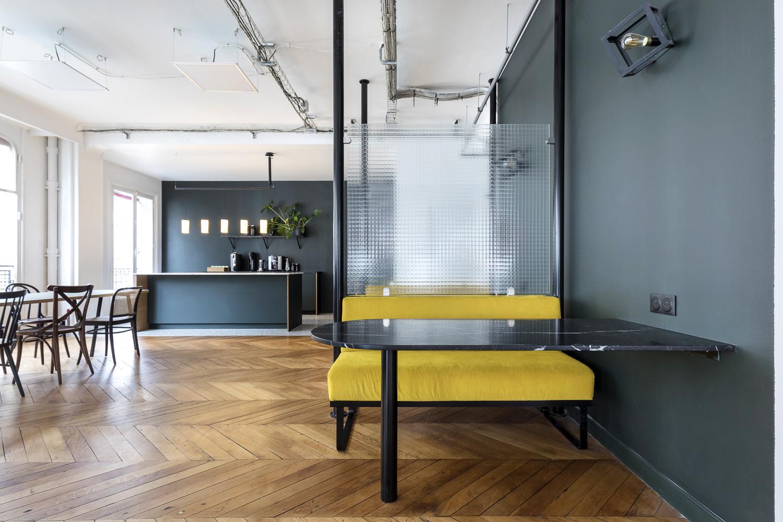 Agencement de bureaux et création d'espace de réunion sur-mesure