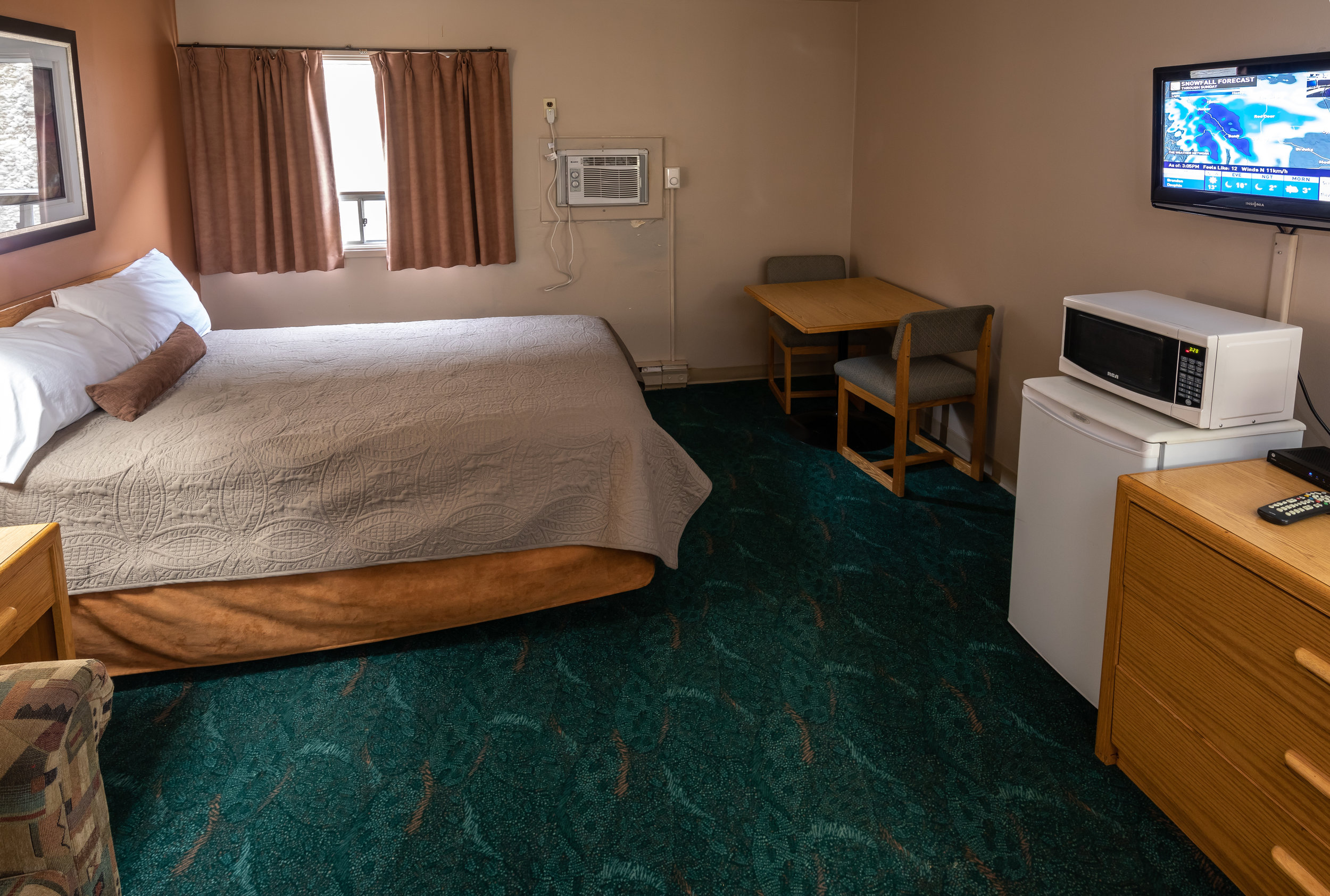 Queen/Double Bed & Hide-a-bed - 1 Person: $86.002 People: $93.003/4 Adults: $98.00Family (with kids 12 & under): $93.00