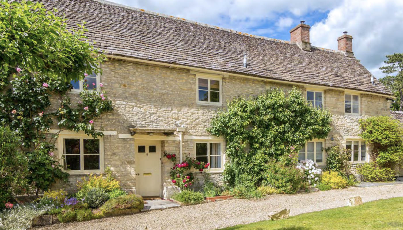 Casina Cottage - GLOUCESTERSHIRE, GL7 5ANLocated five miles from both Cripps Barn and Stone Barn, Casina Cottage can accommodate 10-12 people.