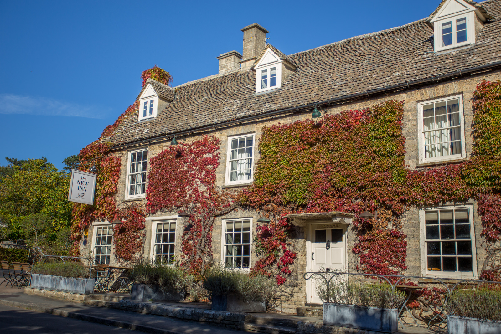 The New Inn - 15 ensuite bedrooms located five miles away from Cripps Barn.www.thenewinncoln.co.uk