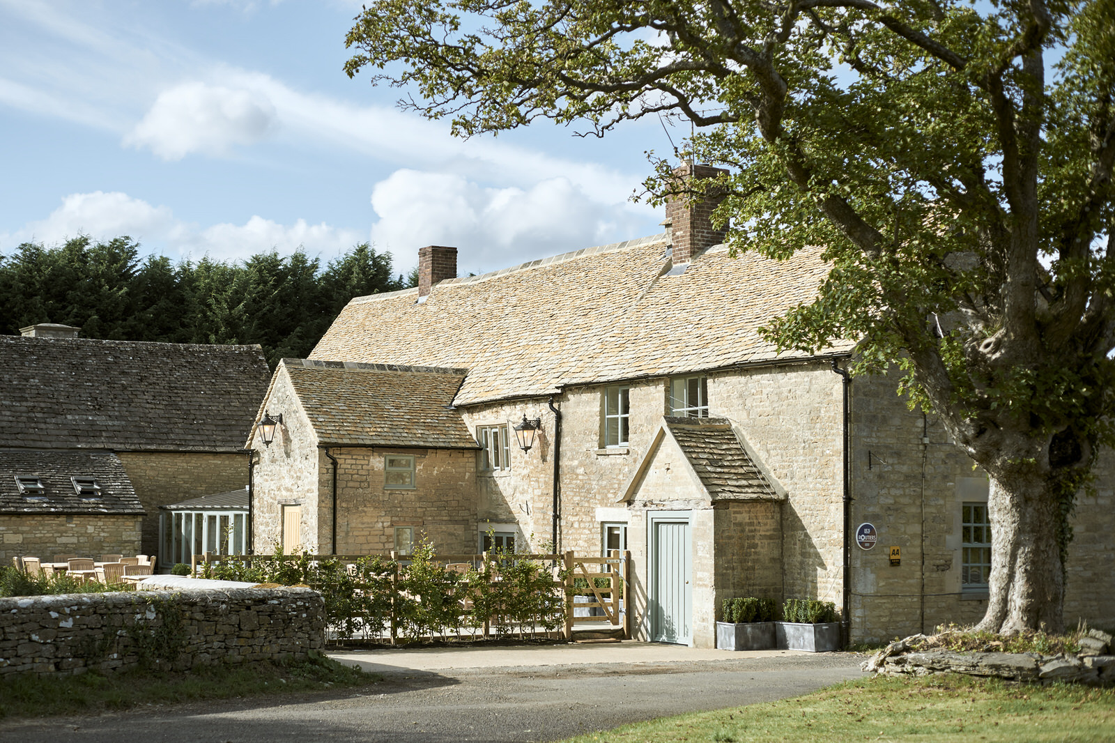 The Stump - GLOUCESTERSHIRE, GL54 4NNLocated two miles from Cripps Barn and nine miles from Stone Barn. The Stump is a stunning Cotswold pub with ten ensuite bedrooms serving award winning pizzas.