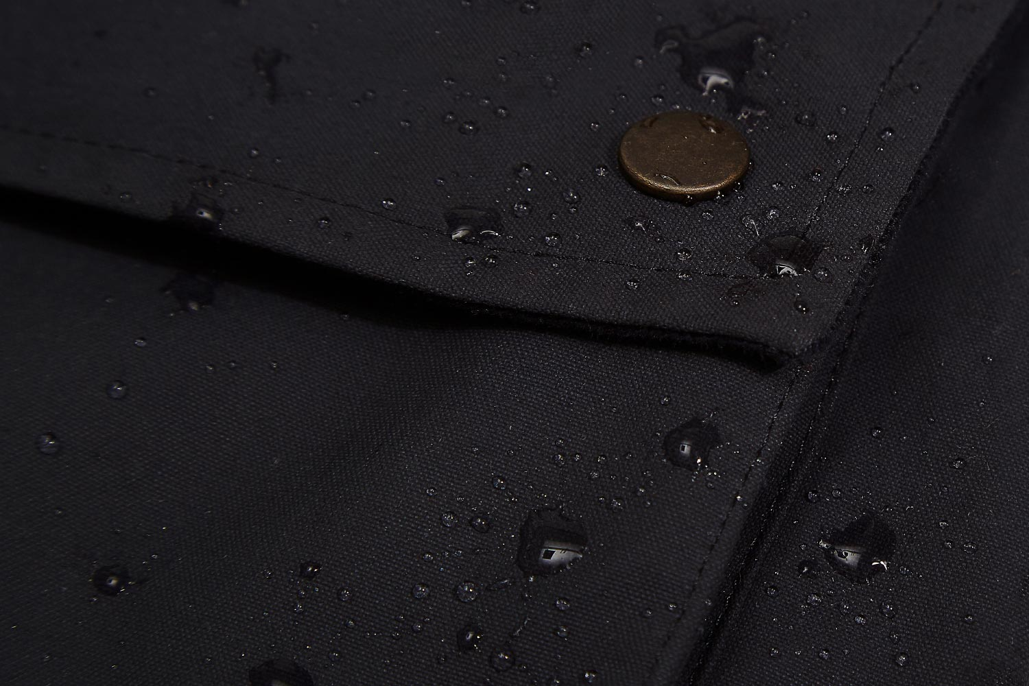 Seam sealed drop liner sits behind the waxed canvas outer. Proven to keep Eversholt Jacket fully waterproof.