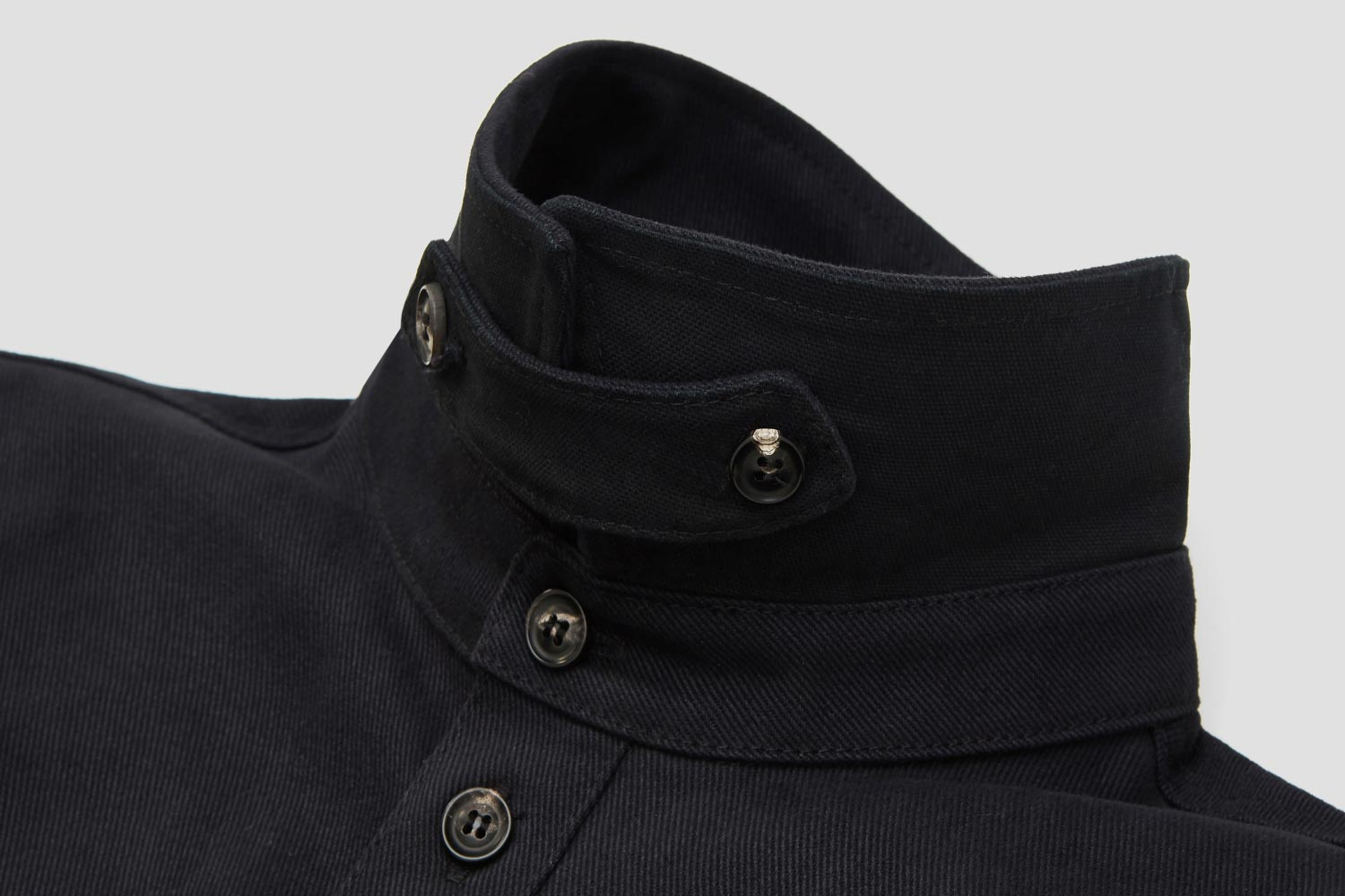 A removable collar-tab closes neck. Ideal for colder days + long rides.
