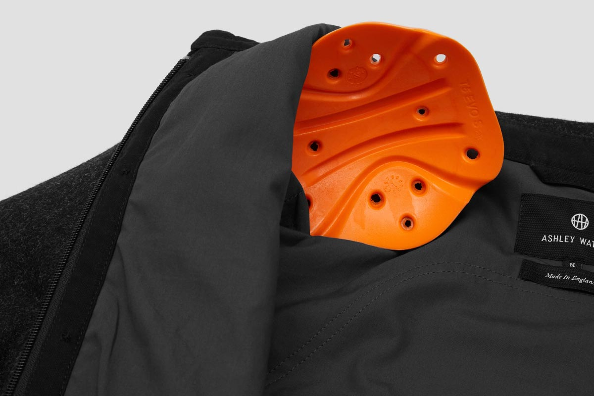 Pockets to hold removable D3O® elbow, shoulder + back armour. Overshirt supplied with Elbow and Shoulder armour.