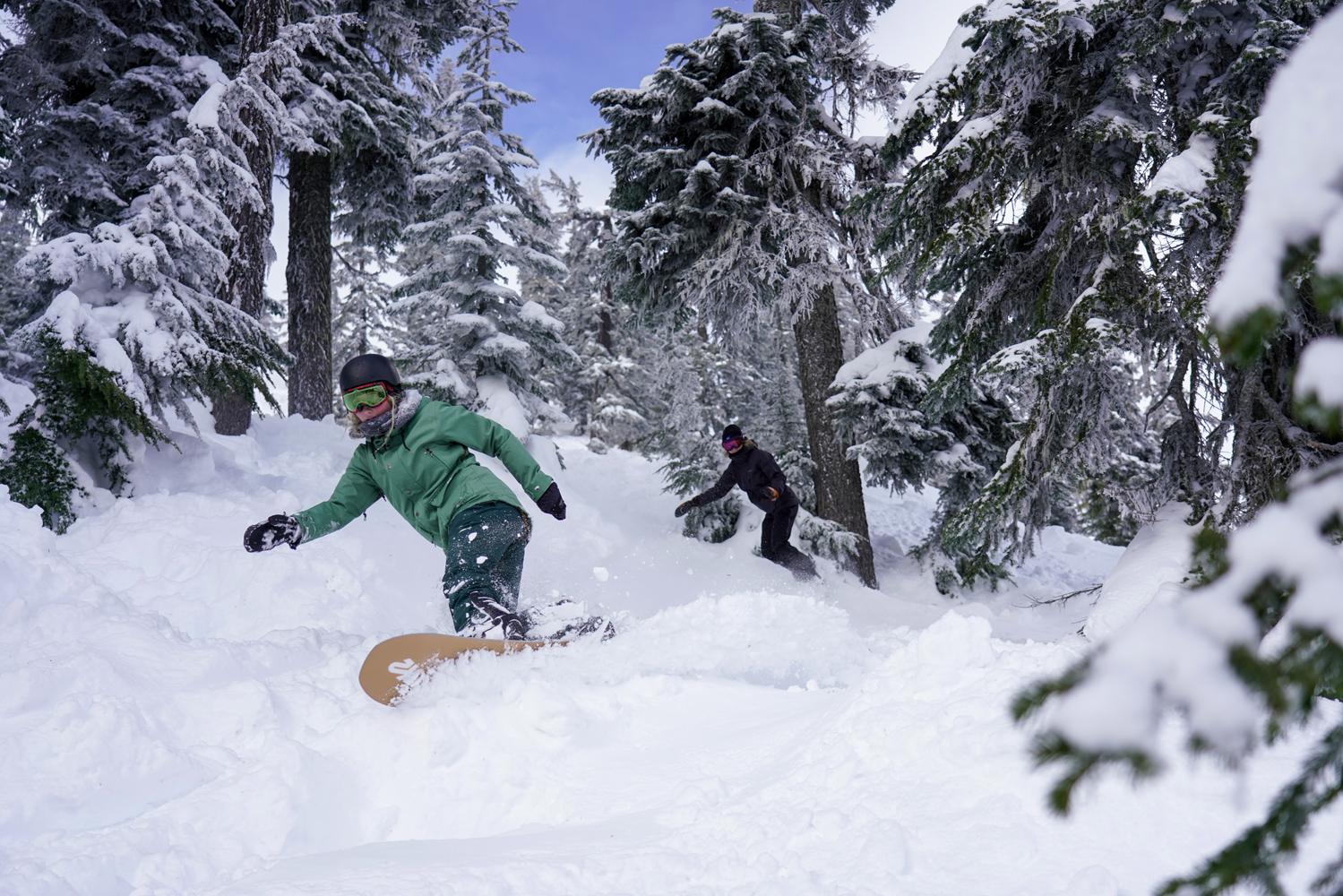 K2 girls Noelle and Michelle enjoying the Alpental snow.
