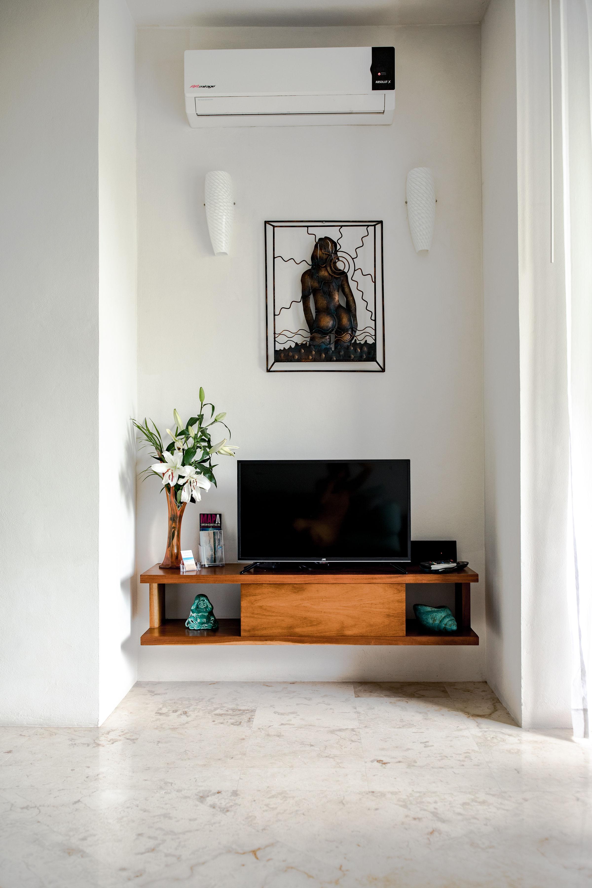 tv area.jpg