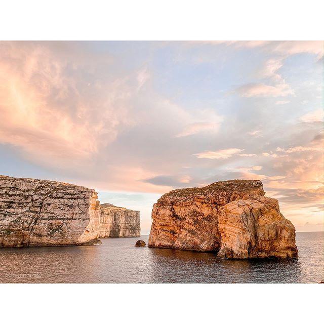 The azure window may be gone (RIP ☹️) but this little corner of Gozo's coastline is damn well still worth visiting — especially at sunset. Also, little secret, there's another natural window on the island... 🤫 . . . .  #malta #lovemalta #maltatoday #travelmalta #lovinmalta #exploreeverything #getlost #letsgosomewhere #girlswhotravel #passportready #unrealtravelers #welltravelled #passionpassport #welivetoexplore #theglobewanderer #traveldreamseekers #livebravely #femmetravel #outdoorexplorer #sunsetbeach #modernwild