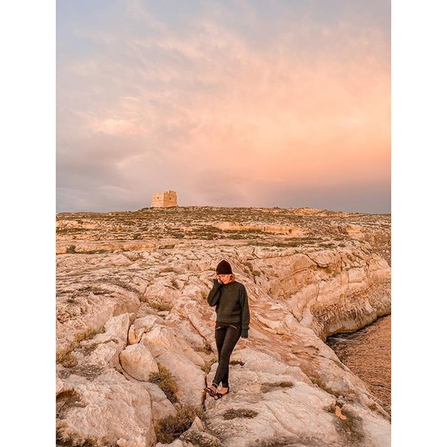 Model pose? Or caught brushing away mosquitos from my face and ankle? You decide. . . . . .  #malta #lovemalta #maltatoday #travelmalta #lovinmalta #exploreeverything #getlost #letsgosomewhere #girlswhotravel #passportready #unrealtravelers #welltravelled #passionpassport #welivetoexplore #theglobewanderer #traveldreamseekers #livebravely #femmetravel #outdoorexplorer #sunsetbeach #modernwild #femmetravel #gozo #gozomalta #shewanders #sheswanderful