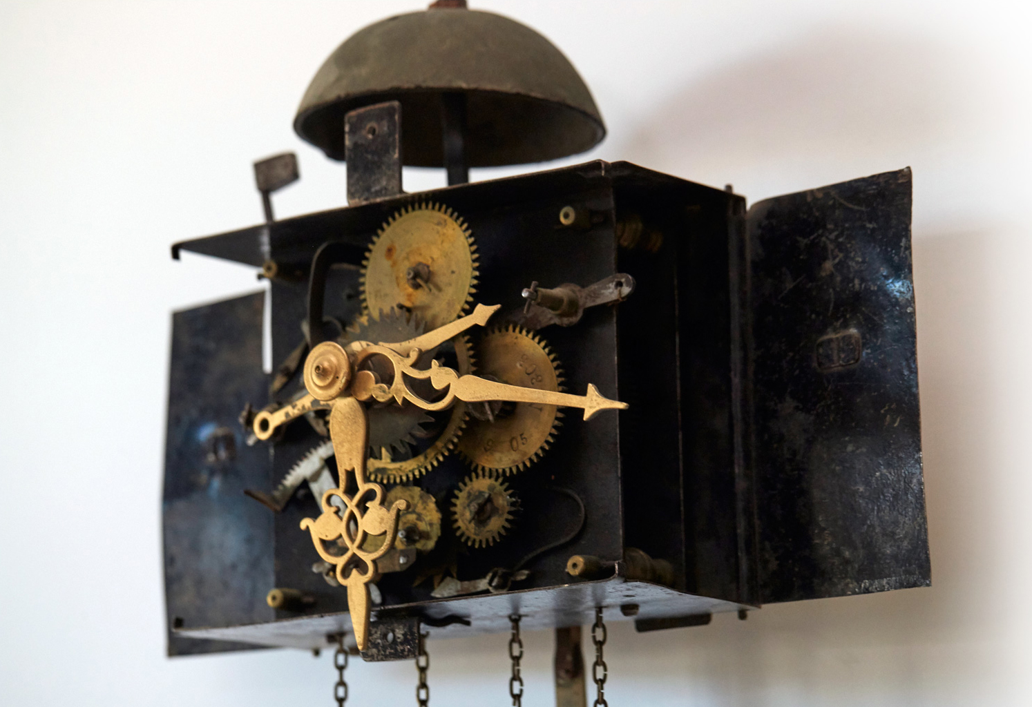 This clock displays the hour, minute, and the date. The simplicity or complexity of a clock does not necessarily indicate if a clock was made in an earlier or later period. Some clocks dating back to the 1800s are as complicated as the Shilstra Clock, whose complex mechanism is shown in the photograph above.