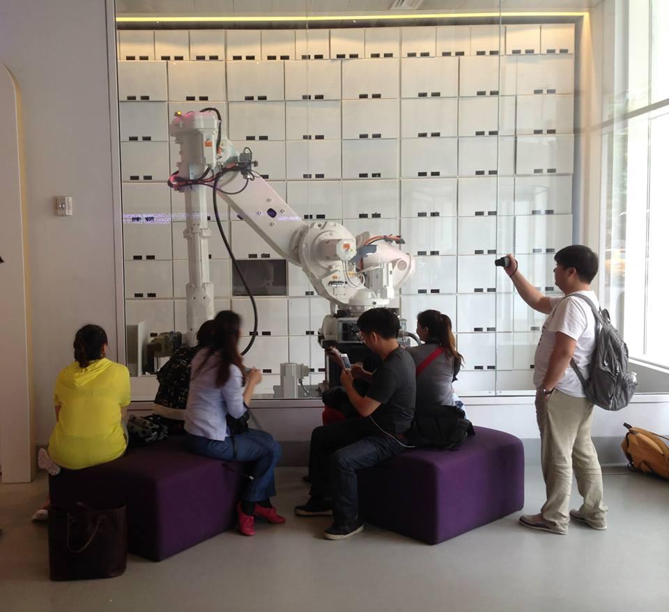 Yotel-gets-visit-from-China-designers.jpg