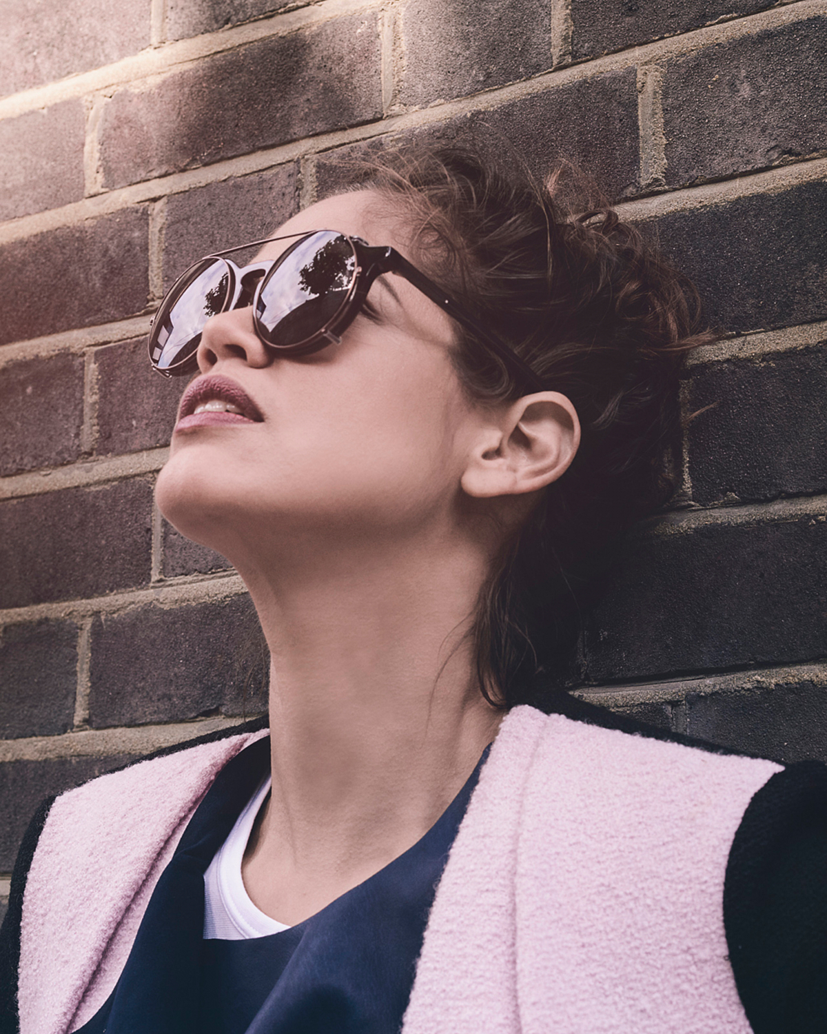portrait photographer Tim Cole shoots girl in sunglasses looking up
