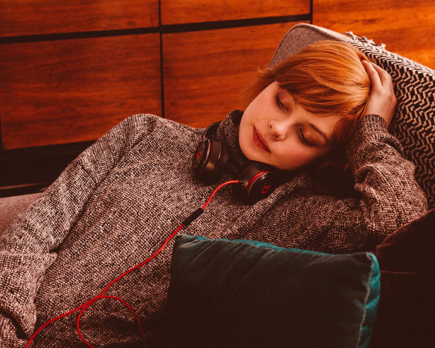 lifestyle photographer Tim Cole shoots girl listening to music