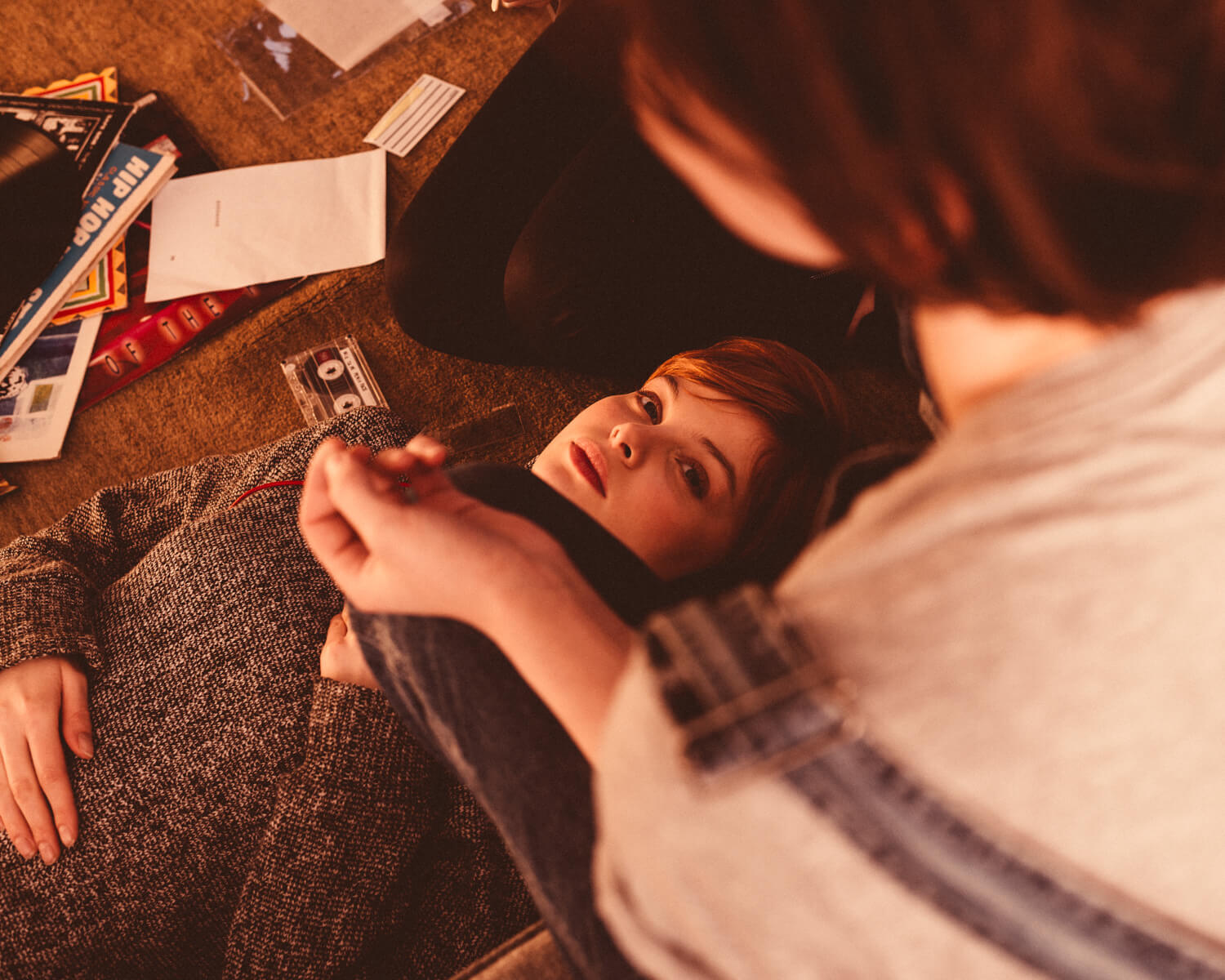 lifestyle photographer Tim Cole shoots girls relaxing listening to music