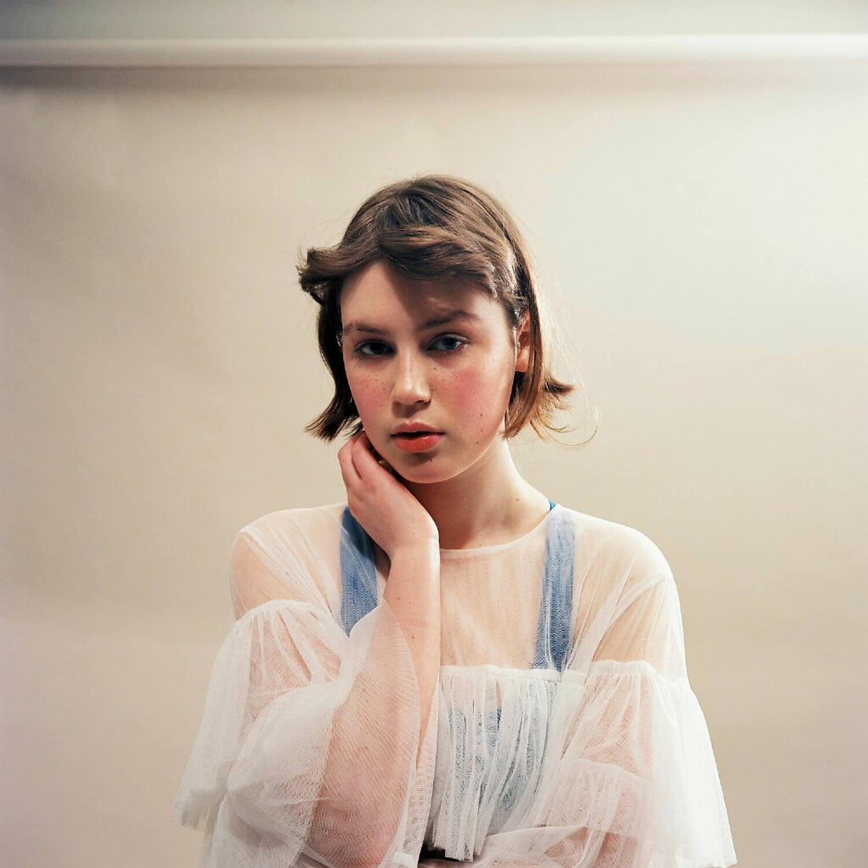 portrait photographer Tim Cole shoots girl against cream background