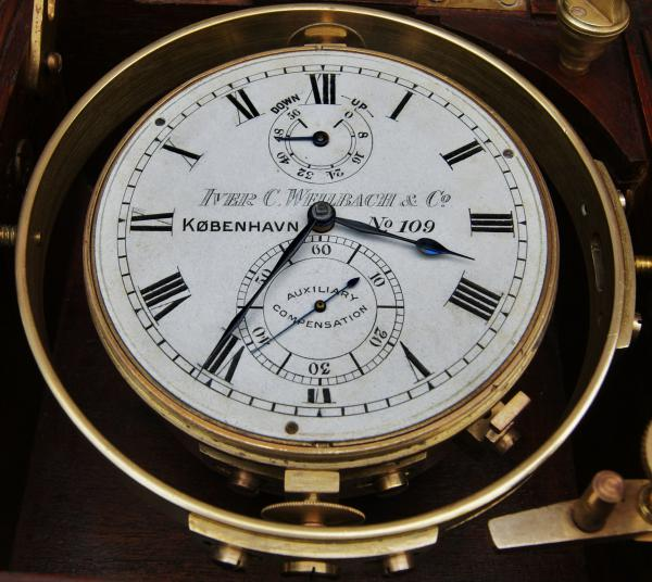 The similarities between the Steinhart and an old marine chronometer are evident (Photo: http://www.la-timonerie-antiquites.com