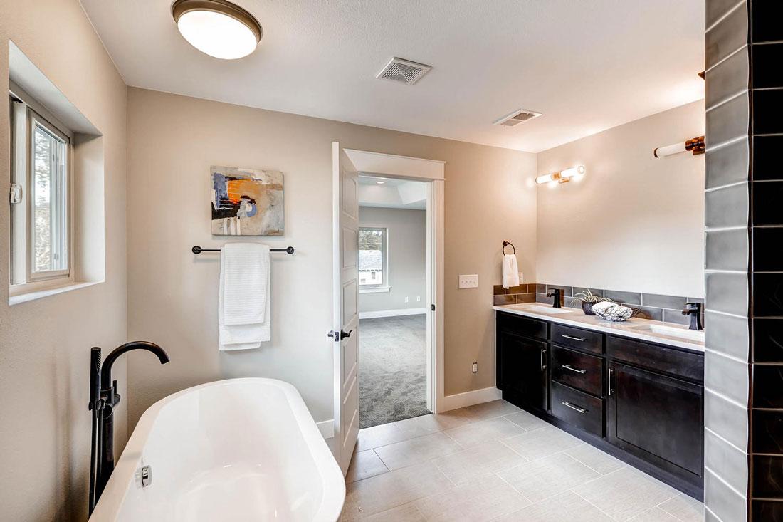 1938-S-Gilpin-St-Denver-CO-large-017-17-2nd-Floor-Master-Bathroom_1100x733.jpg