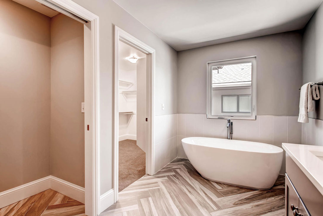 3339-S-Birch-St-Denver-CO-large-016-14-2nd-Floor-Master-Bathroom-1490x1000-72dpi.jpg