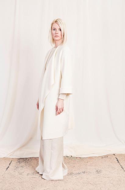 Photographer: Kristoffer Schwetje / Model: Maria Siegismund / H&M: Manuel Niederbrucker