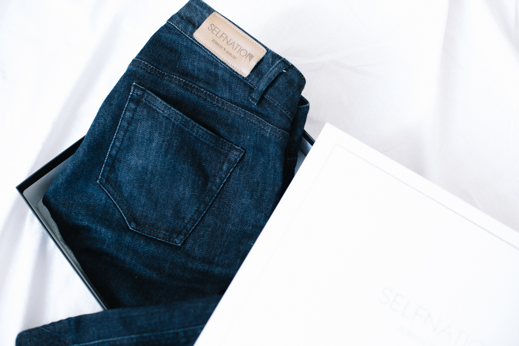 basic-jeans-sustainable.jpg