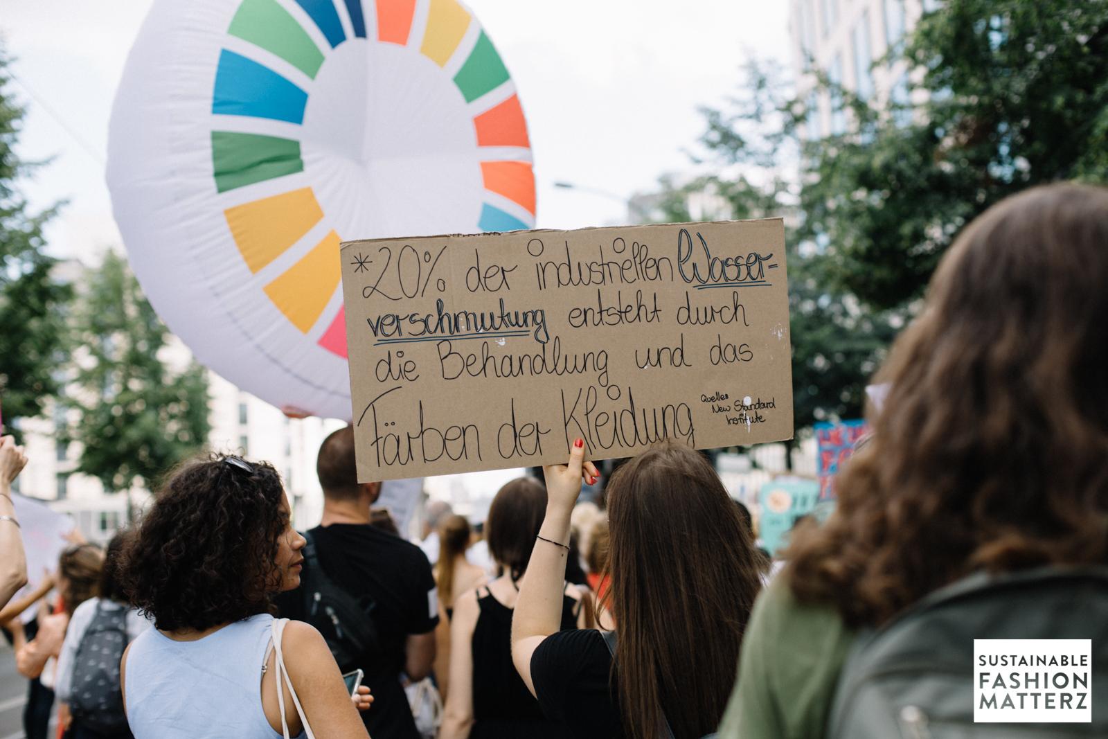 fashion-revolution-berlin-2019-38.jpg