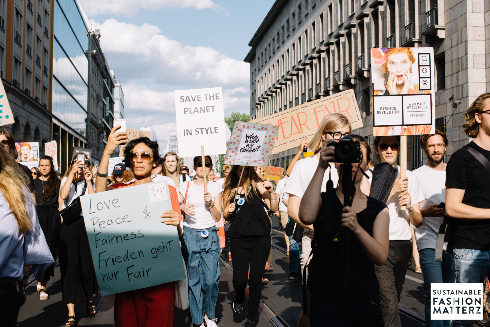 fashion-revolution-berlin-2019-77.jpg