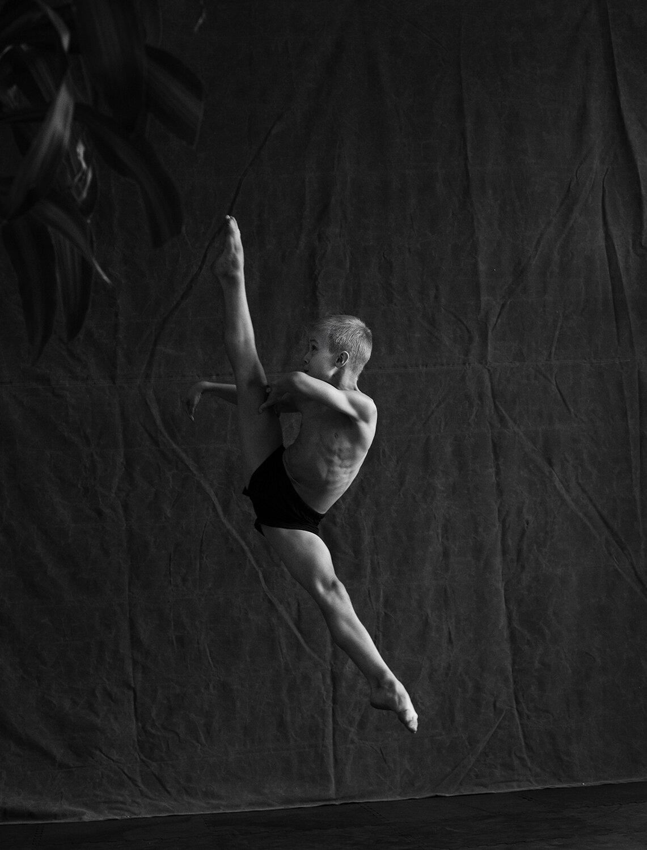 Ian_Ballet3349bw.jpg