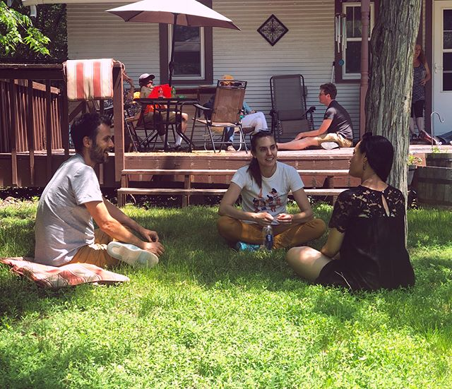 Artist picnic at Lorri's 🥪🍩🥒 . . . . . #artistresidency #artistsoninstagram #ruralamerica #art #picnic #summer #fun #conversations #tree #grass #artstudio #porch #sandhillsinstitute #homeontherange #prairielife #luncheononthegrass