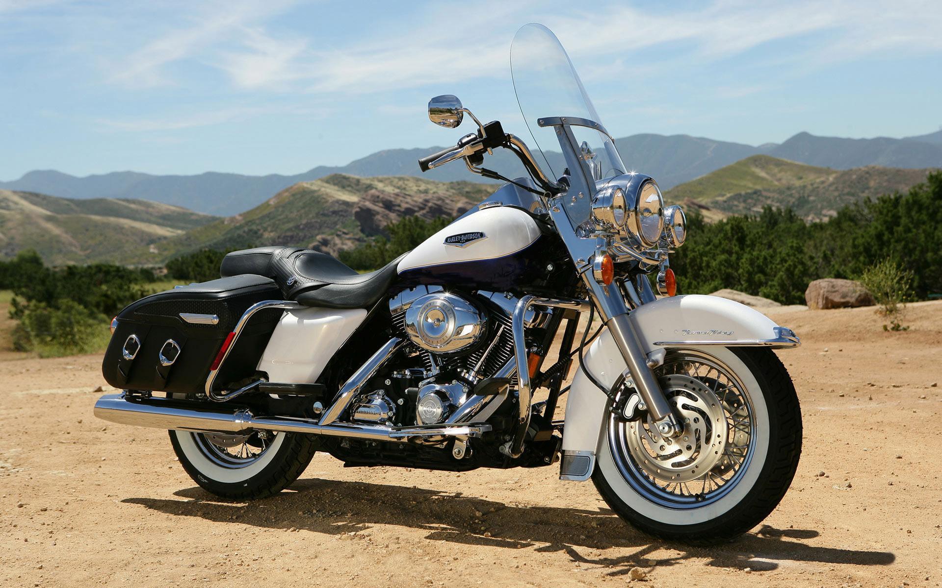 Harley-Davidson-White-Motorcycle-Wallpaper.jpg