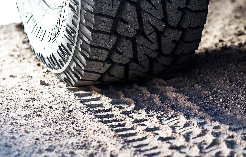 "<a href=""/tires"">Wheels & Tires</a>"