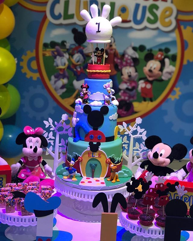 Late post 😬 absolutely love making cakes for @talishukrie from her reveal cake to Elle's 1st birthday celebration #mickeyclubhouse #1stbirthdayparty #mickeymouse