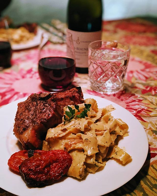 Grilled bone-in lamb chops, tomato confit, caramelized onions and oregano pappardelle, 1er Cru @thebutchersblock @biggreenegg #realfood #foodporn #villalife