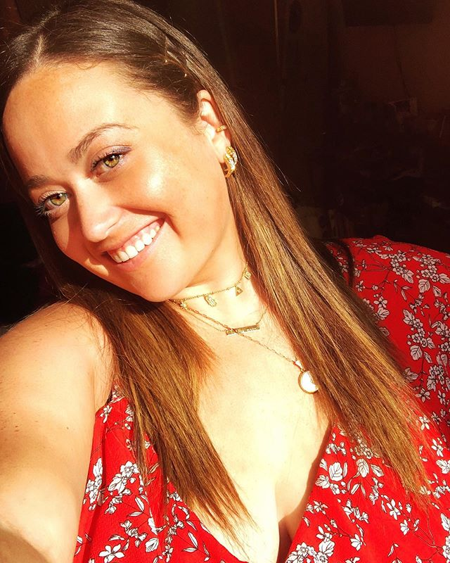 Smiling and tan on the outside, hungover and hot on the inside #SummerMotto 💃🏻 keeping it real 🤷🏻‍♀️😂 Heading to Long Island for my nephew's fifth birthday party and then happy hour back in the city with friends. What's everyone weekend plans? 👇🏻