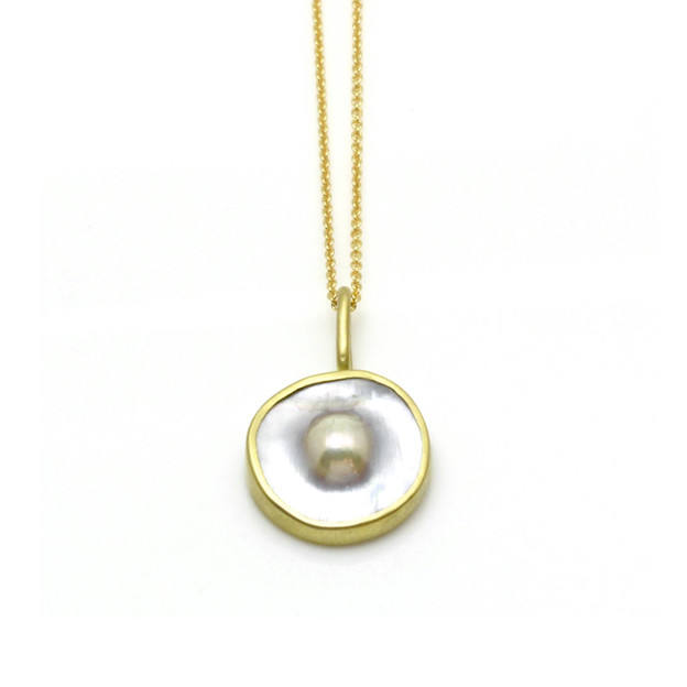 Dome Pearl Necklace in 18k Yellow Gold