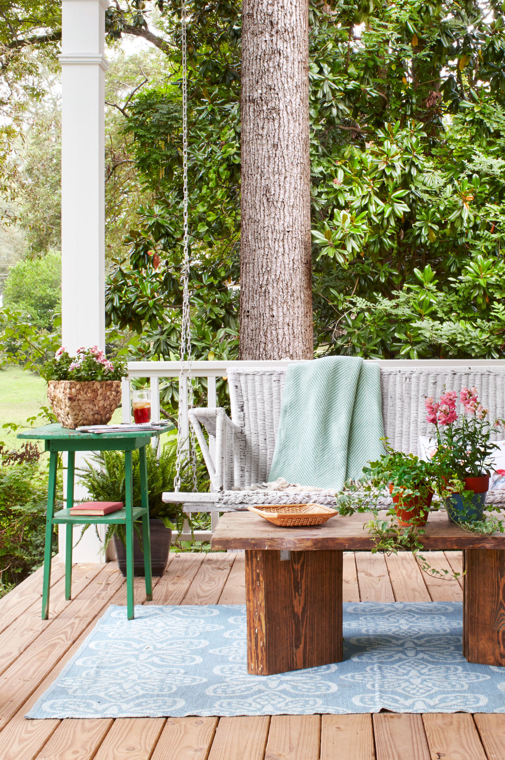 source: http://www.countryliving.com/gardening/garden-ideas/g1336/porch-and-patio-decorating-ideas/