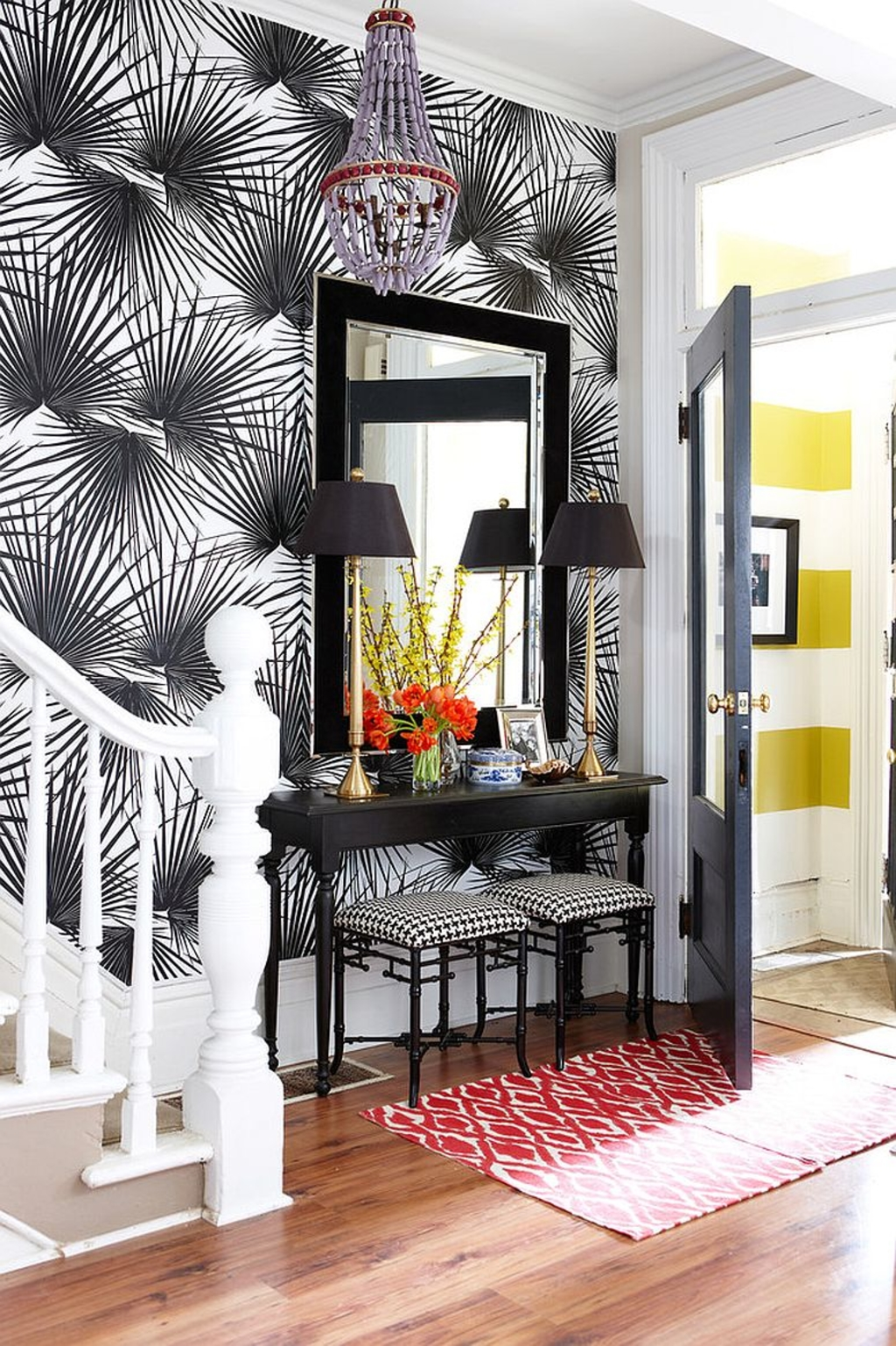 wallpaper-brings-glamour-to-the-entry-while-complementing-the-console-perfectly-25-gorgeous-entryways-clad-in-wallpaper.jpg