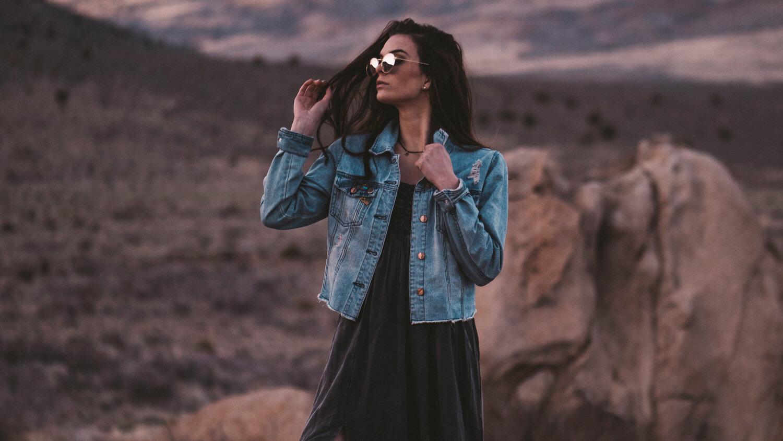 Model_in_desert_wearing_glasses.jpg