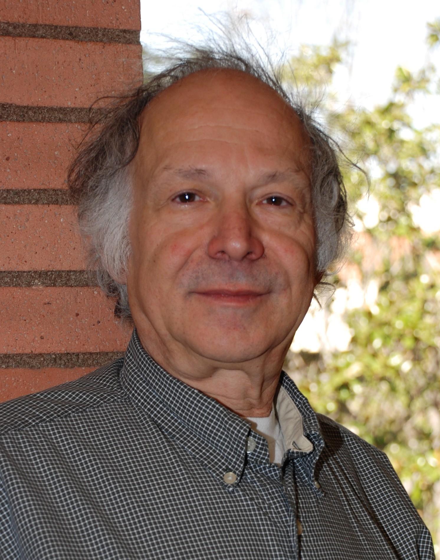 骆思典Stanley Rosen - 美国南加州大学政治系教授,专攻中国政治和社会学。他在台湾和香港学习中文,并在过去的37年中到访中国大陆五十多次。他的课程从中国政治和中国电影到亚洲政治变革,东亚社会,比较政治及政治和电影比较。他是八本书及许多文章的作者及编辑。他撰写了文革,中国法律制度,舆论,青年,性别,人权,中美关系,电影和媒体等话题。其他正在进行的项目包括研究中国青年不断变化的态度和行为以及好莱坞电影在中国和中国电影在国际市场,特别是美国的前景。他是北京师范大学中国文化与国际交流研究所的附属研究学者,上海大学媒体研究中心国际顾问委员,中山大学人文研究中心(台湾)。他曾为美国新闻局,洛杉矶公设辩护处和一些私人公司,律师事务所及美国政府机构担任顾问。