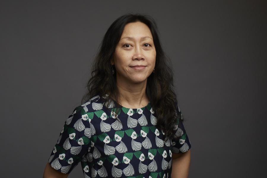 張真 - 張真教授致力於在當代全球現代化的結構下,多元化地解讀中國電影史特有的文化語言、美學、政治特色與性別觀念。她的學術專著與編著包括《銀幕艷史:都市文化與上海電影1896-1937》(2005)、《城市一代:世紀之交的中國電影與社會》(2007)和《DV製造中國:獨立電影之後的數碼影像和社會變革》(2015)。她創始並主持了紐約大學自2001年起的「真實中國」影響雙年展,並為紐約林肯中心電影協會、紐約現代美術館、和台北女性風潮電影節策劃組織過中國電影回顧展。張真老師曾獲得多項殊榮,包括美國梅隆基金會人文學博士後研究獎金(1998-1999)、電影學協會學術論文獎(2000)、蓋蒂基金會藝術與人文史論獎(2001-2002)、及美國現代語言協會首部學術專著競賽年度最佳推薦獎(2006)。