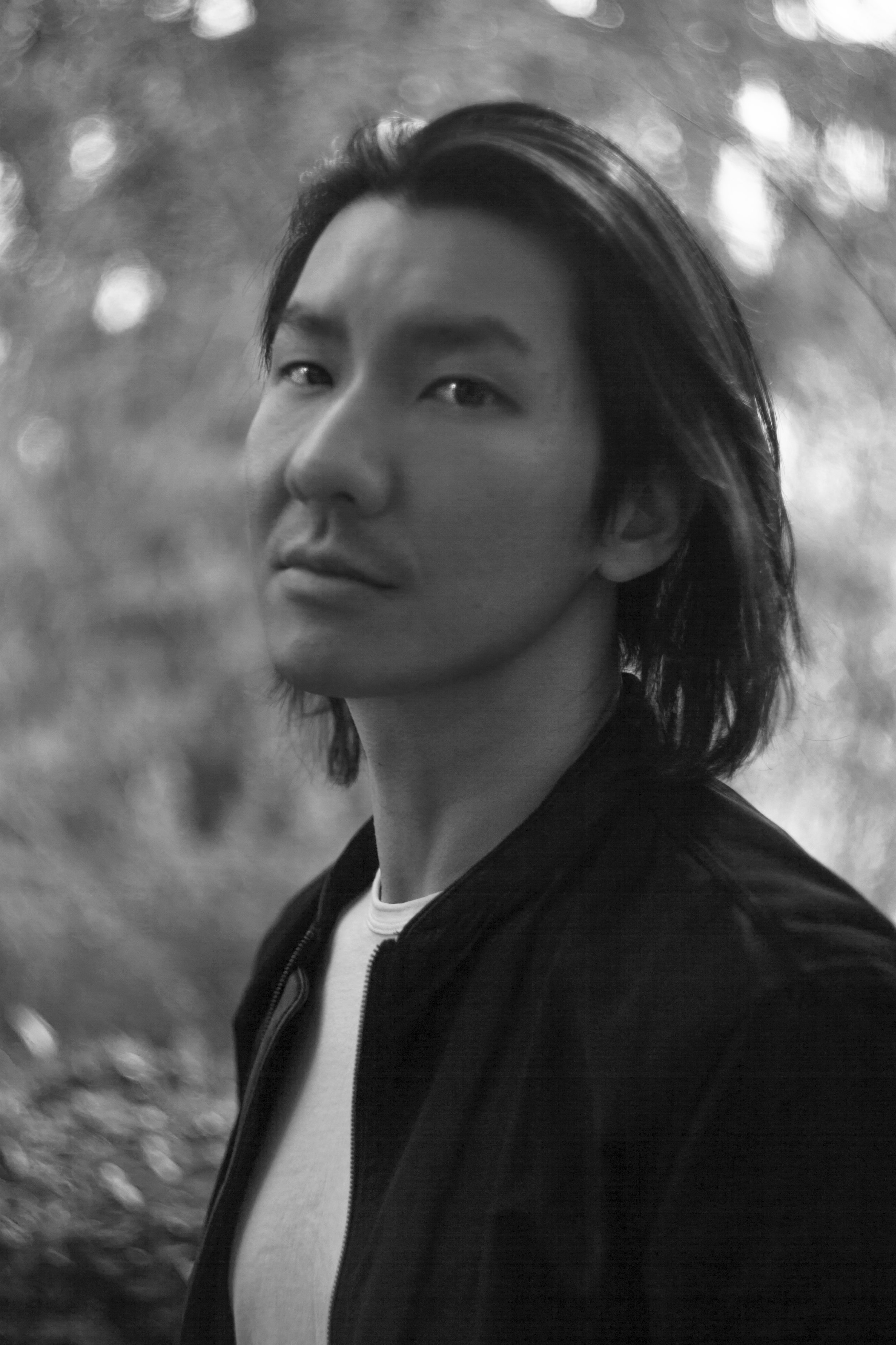 Andrew Hu (Moderator) - Andrew Hu, 美国华裔作家,导演。毕业于美国电影学院。 2015年获得David&Lynn Angell奖学金。2016年,其作品 The Black List入选年度电视作家人员编制书。Andrew Hu同时也为中国和德国的公司撰写电视和电影,作品曾在维也纳独立电影节和迈阿密电影节等电影节放映。
