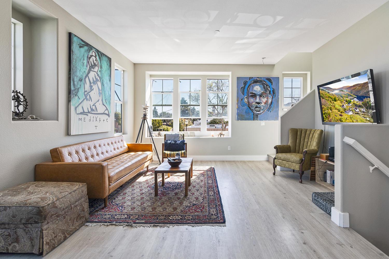 55 Palm Dr-006-18-Living Room-MLS_Size.jpg