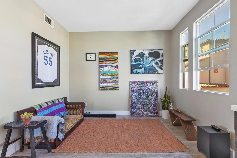 55 Palm Dr-012-20-Family Room-MLS_Size.jpg