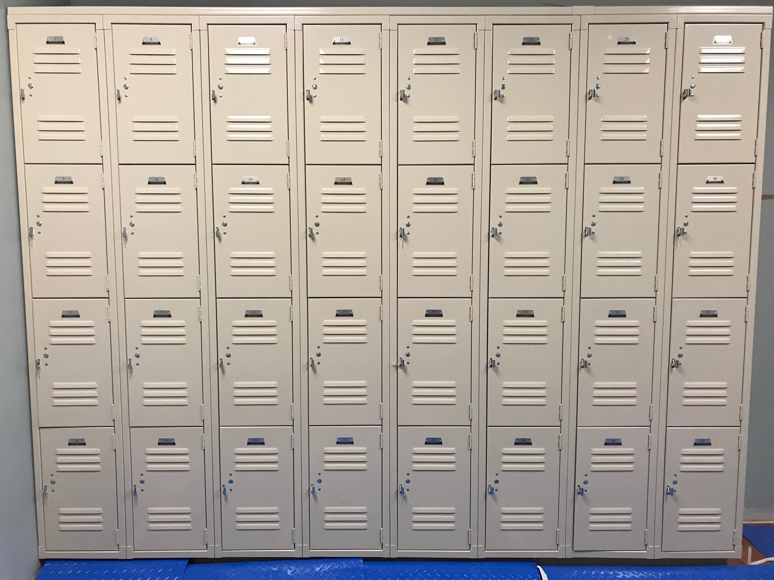 4 tier lockers