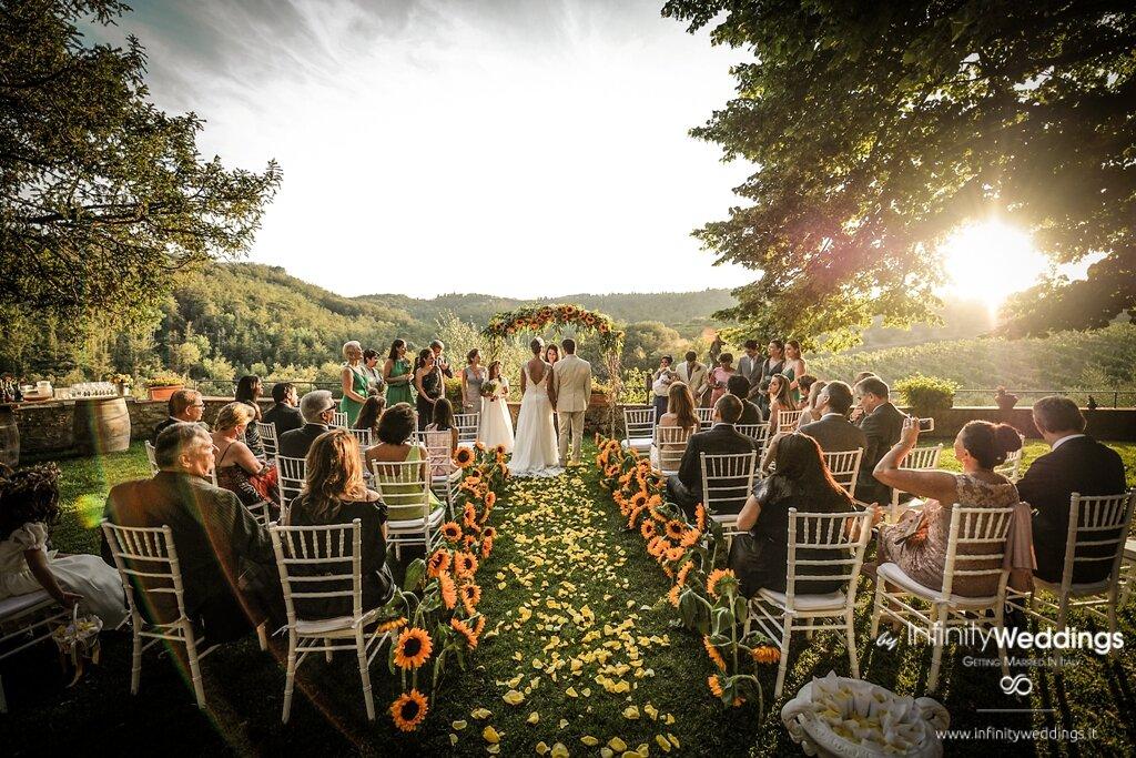 rustic-wedding-farmhouse-in-tuscany-1.jpg