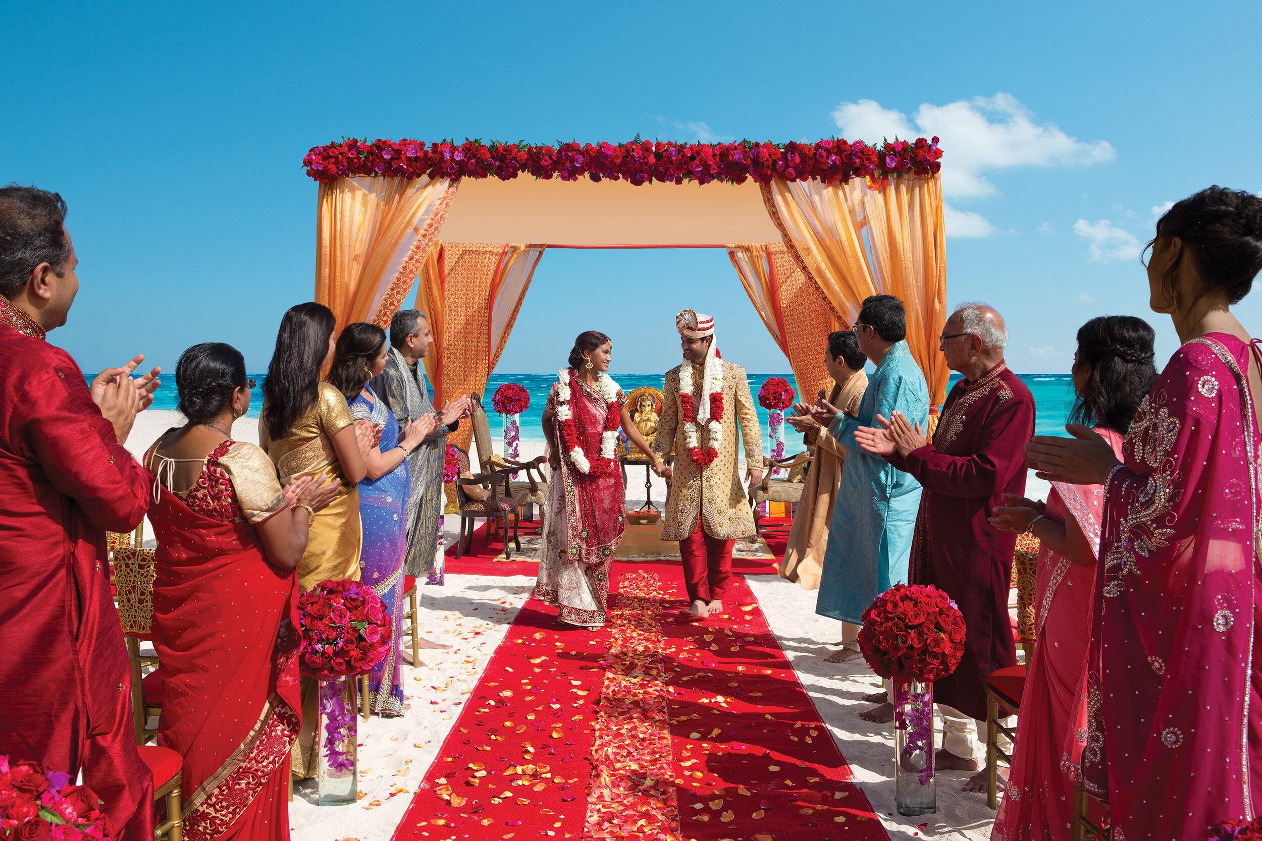 AMR_Hindu_Wedding_Beach_Guests1_2.jpg