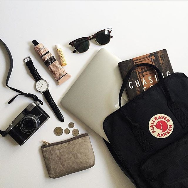 79c30fc6c461a5cb120c1c20e1d4f37d--backpack-flatlay-kanken-backpack-outfit.jpg